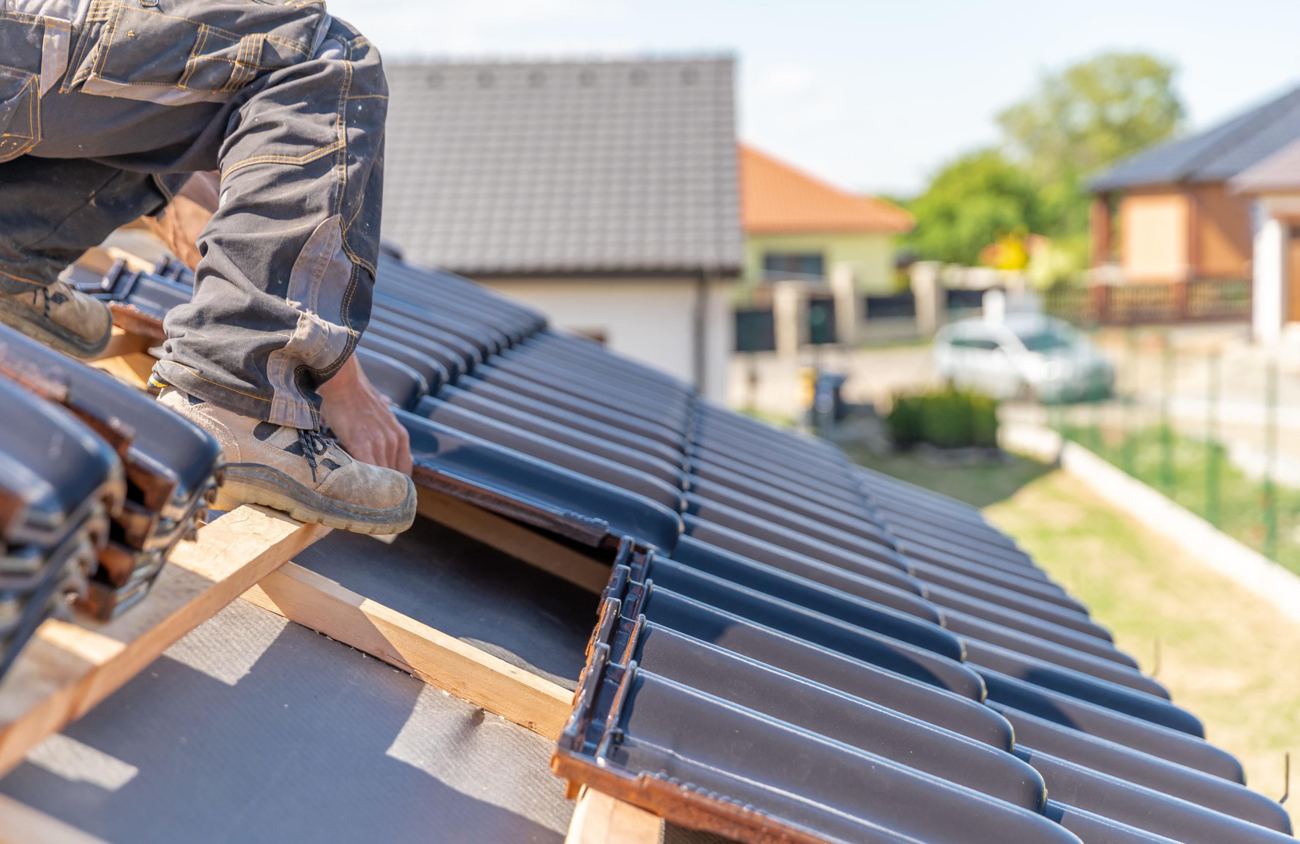 Dachsanierung   Dacheindeckung   Betonwand reinigen   Dachversieglung